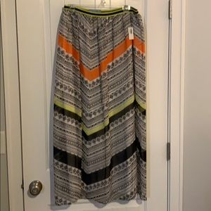 NWT Size M Old Navy Maxi Skirt
